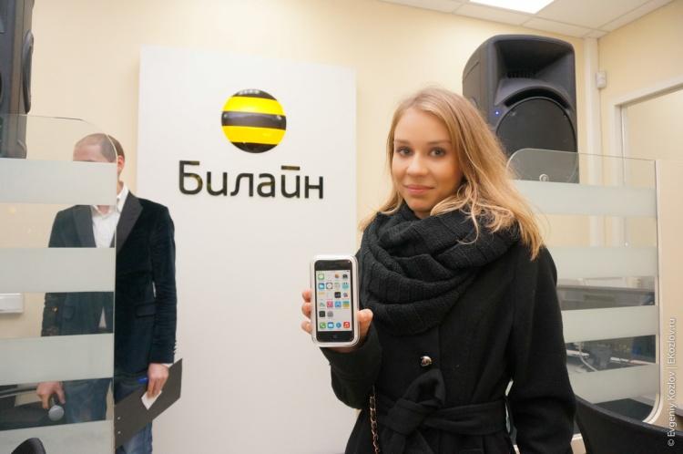 iPhone sales start Russia 2013-13