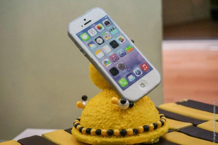 iPhone sales start Russia 2013-12