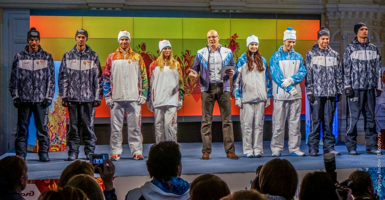 Sochi2014_Olympic_torch_relay-10