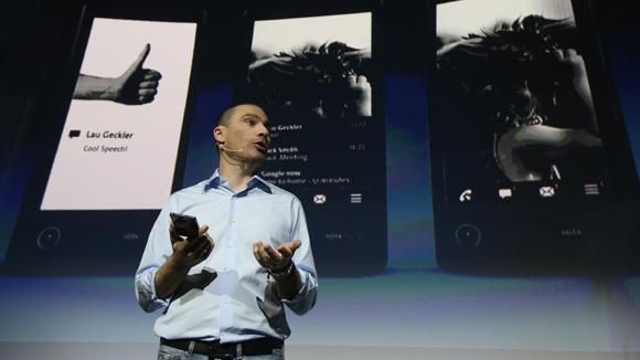 ѕрезентаци€ российского смартфона YotaPhone с двум€ экранами