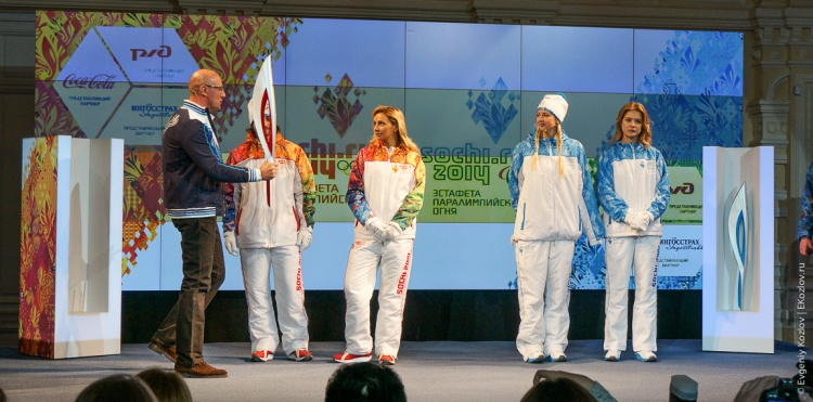 Sochi2014_Olympic_torch_relay-16