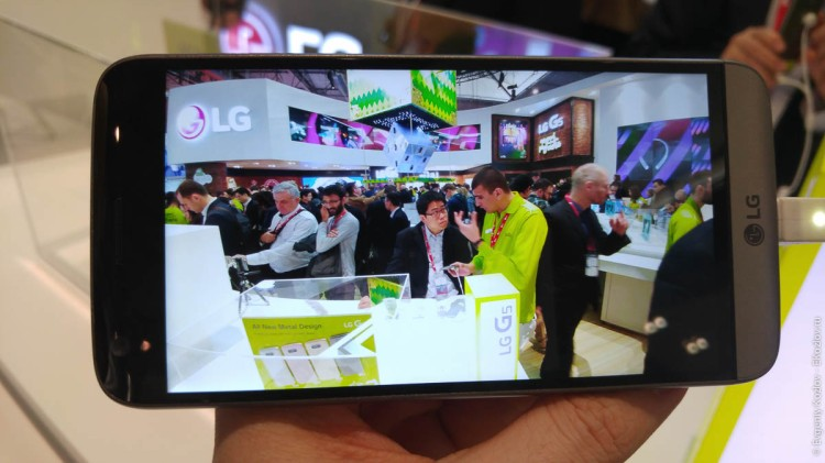 LG Booth on MWC2016-6