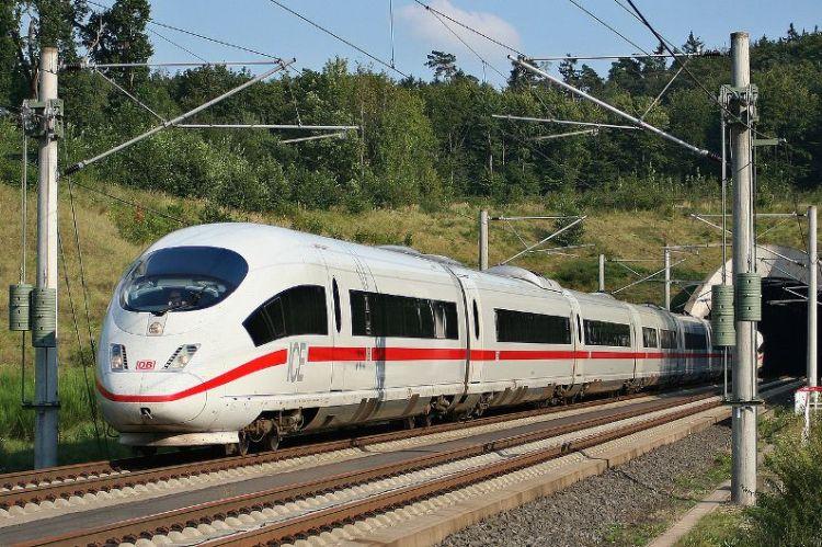9. скоростной поезд InterCity Express (ICE)