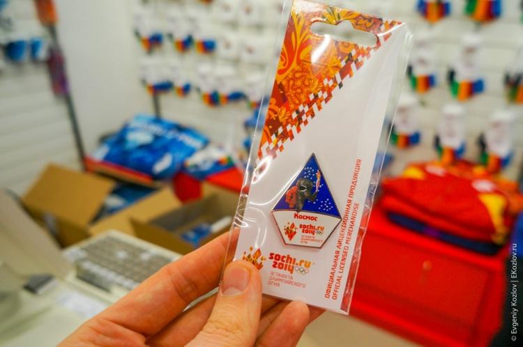 Olympic pins in Sochi2014-36