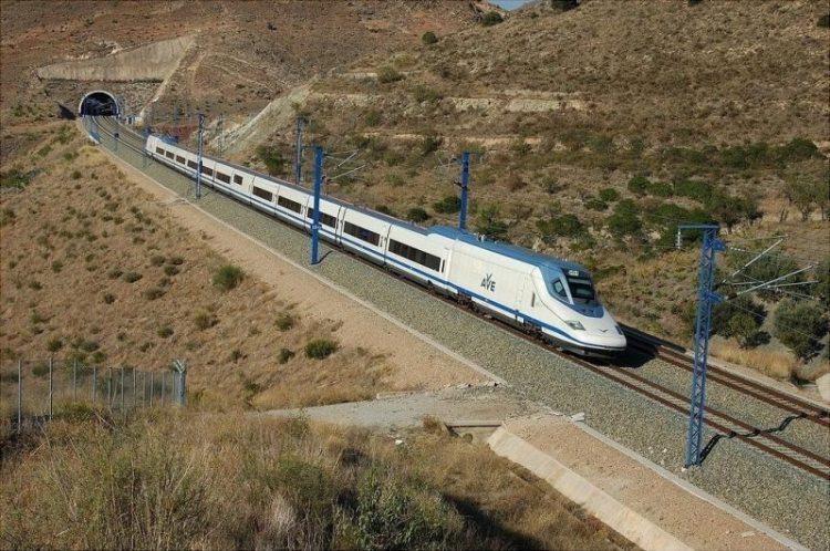 5. скоростной поезд AVE Talgo 350