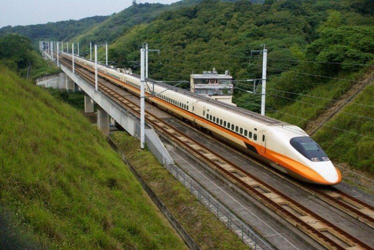 10. скоростной поезд THSR 700T